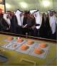 """""""الفيصل"""" يبدي إعجابه بمعرض """"الكهرباء"""" في سوق عكاظ"""